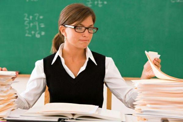 Зарплаты простых учителей, медсестер, дворников и нянек